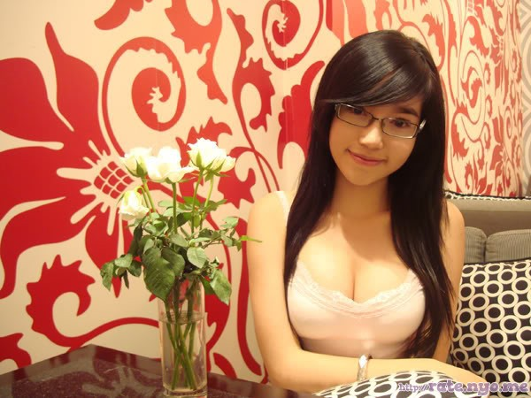 breasts cleavage elly_tran_ha glasses sitting vietnamese