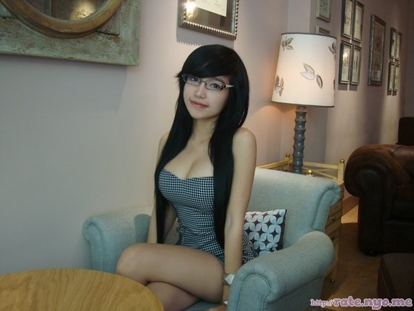 cleavage cross-legged elly_tran_ha glasses legs sitting thighs vietnamese