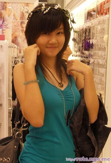 breasts hair_ornament malaysian non-celebrity shoulders sleeveless