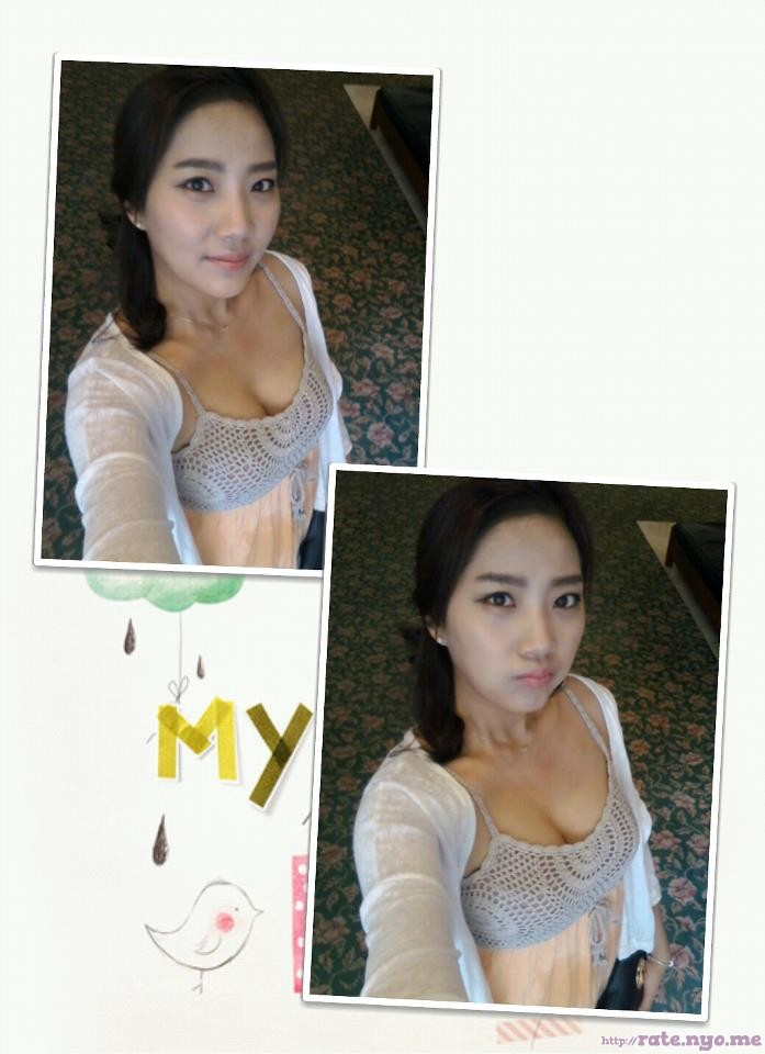 breasts cleavage korean non-celebrity pouting selfshot sleeveless