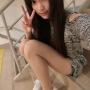 legs non-celebrity peace_sign selfshot shoulders sitting taiwanese thighs