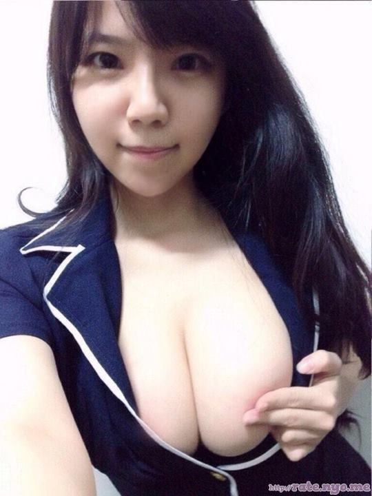breasts cleavage non-celebrity selfshot taiwanese