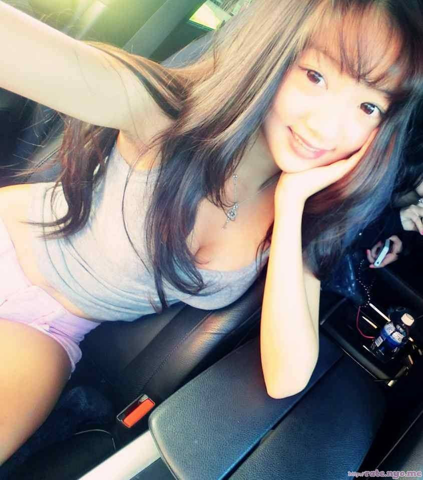 armpits breasts chinese cleavage midriff non-celebrity selfshot shorts shoulders sitting sleeveless smiling thighs