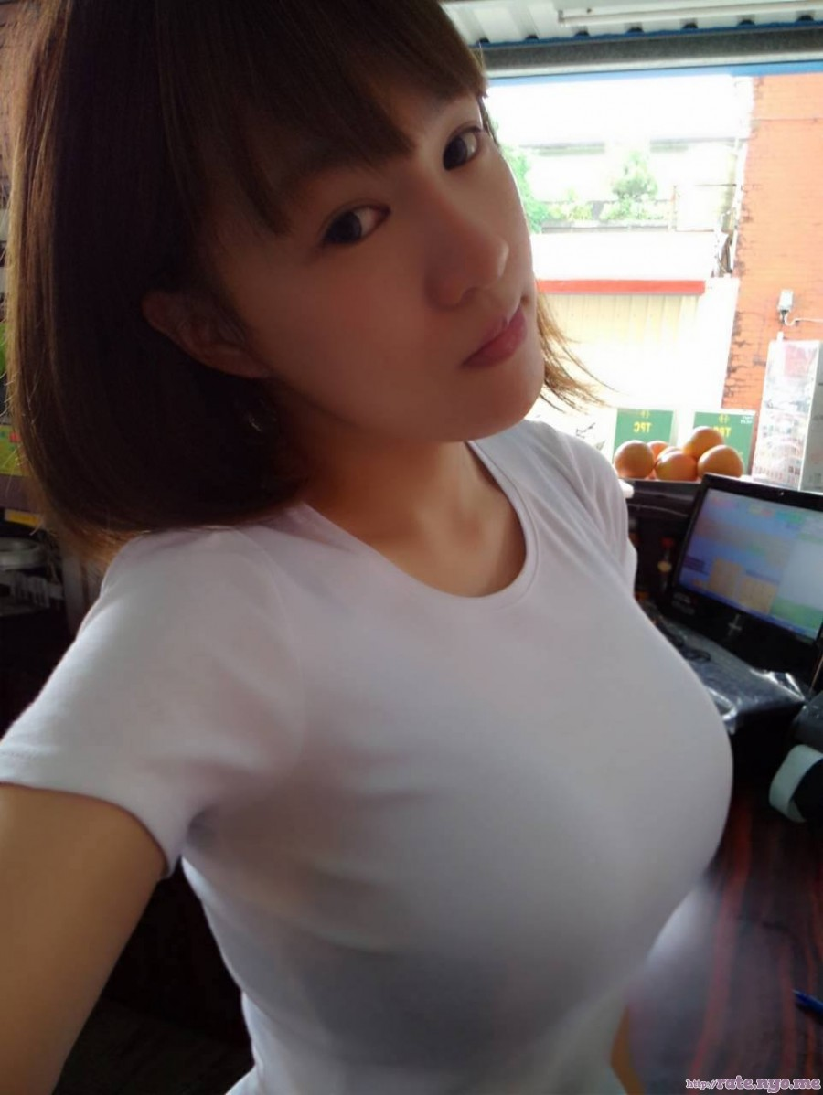 breasts chinese non-celebrity selfshot shirt