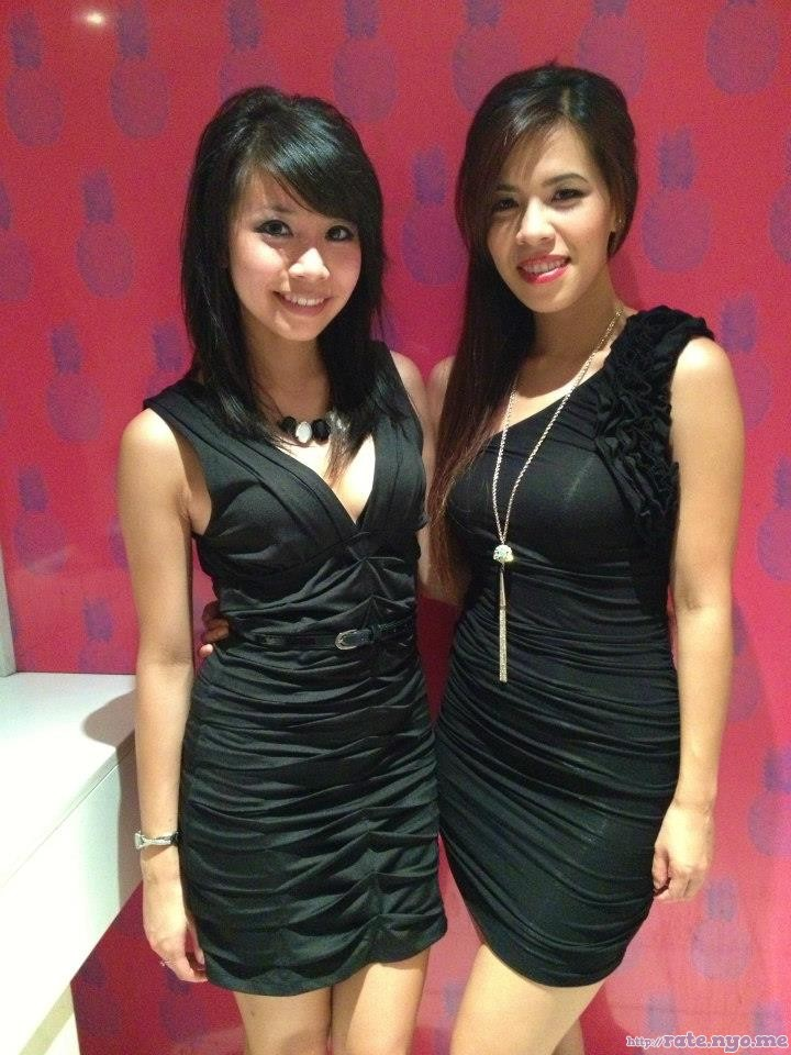 chinese dress non-celebrity smiling two_girls