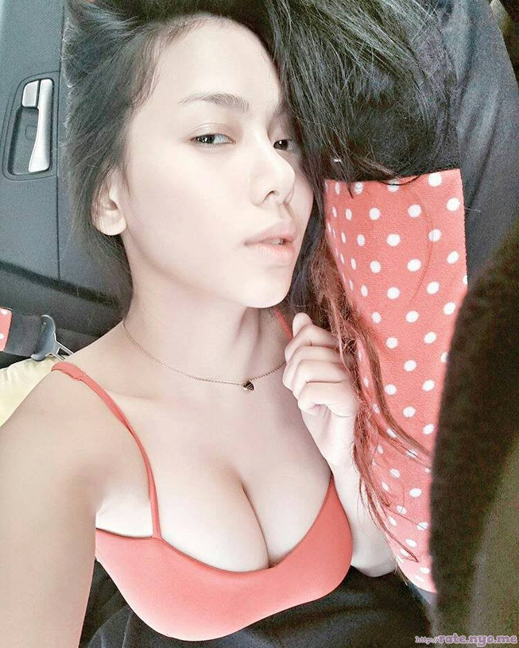 breasts cleavage filipina shoulders sleeveless