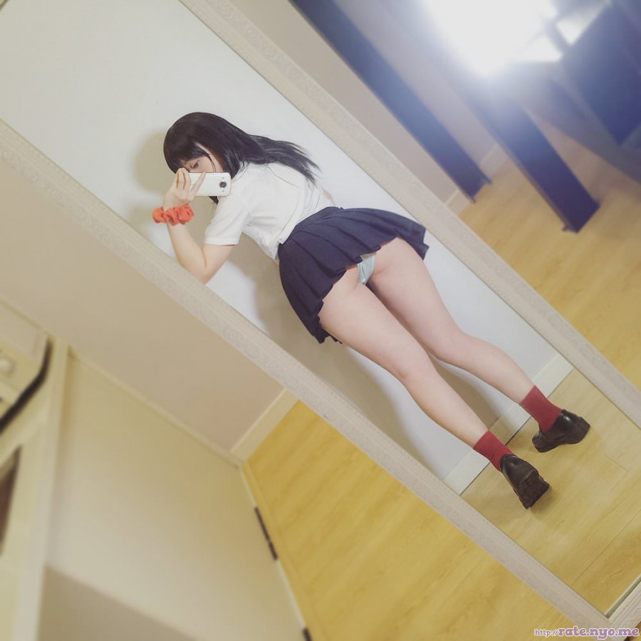 butt cosplay full_body japanese legs nikumikyo panties schoolgirl selfshot thighs