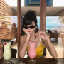 aurelia_hathaway shoulders singaporean sleeveless sunglasses
