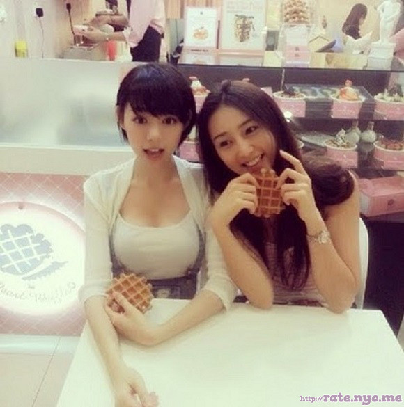 breasts eating malaysian non-celebrity smiling two_girls
