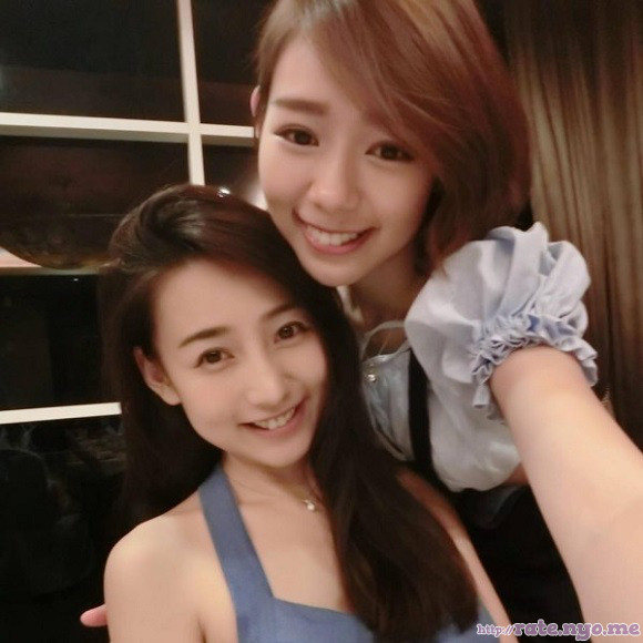 malaysian non-celebrity selfshot sleeveless smiling two_girls