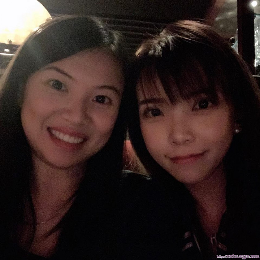 chinese non-celebrity smiling two_girls