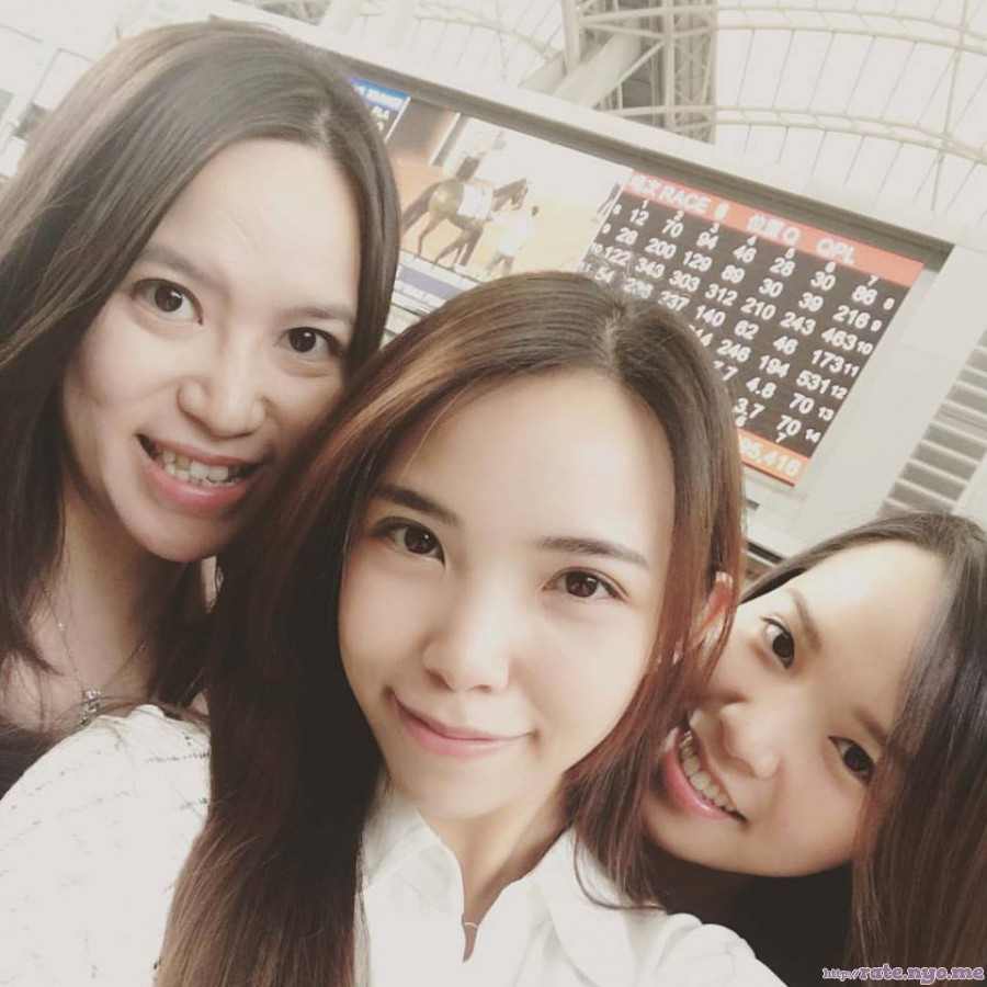 chinese non-celebrity smiling three_girls