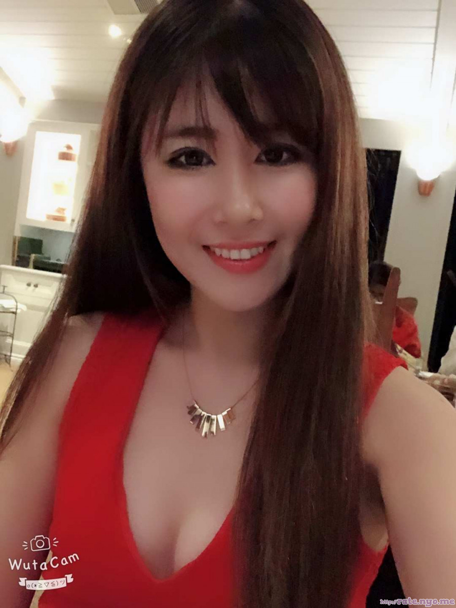 breasts chinese cleavage non-celebrity shoulders smiling