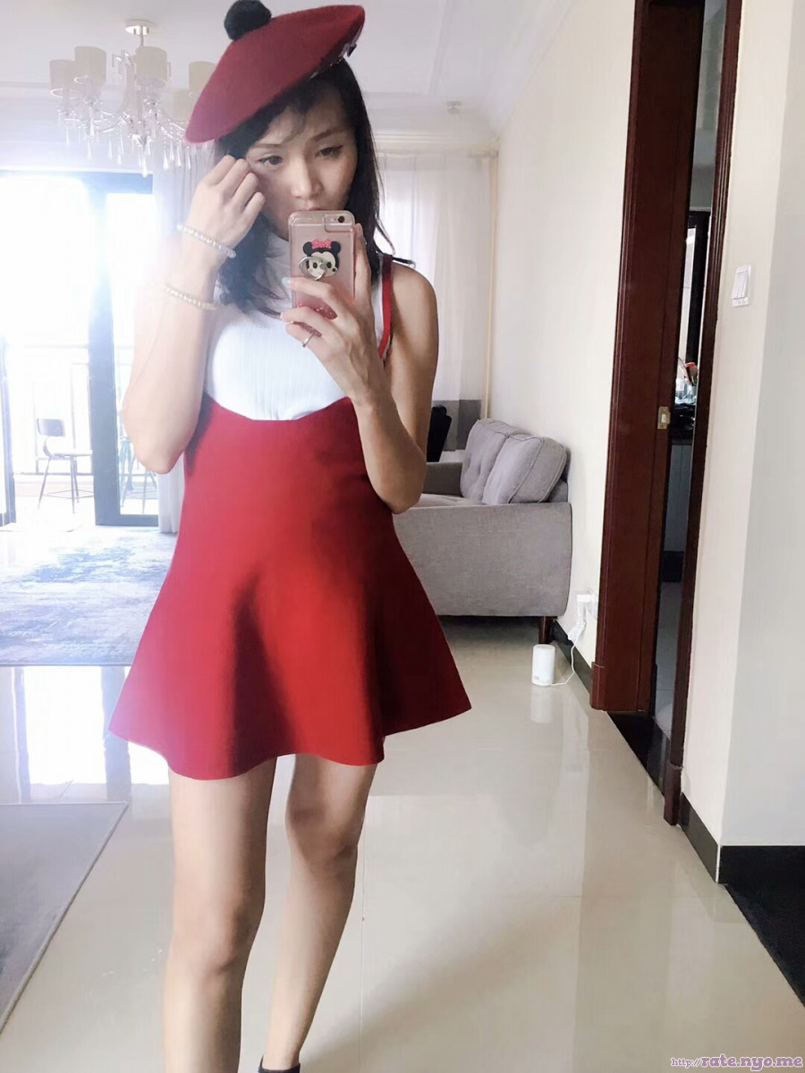 dress hat legs non-celebrity shoulders sleeveless thai